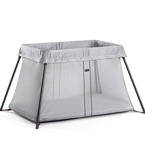 BABYBJÖRN Travel Cot. EASY TO SET UP AND FOLD UP. Open the bag, lift out the travel crib and set it up in one simple movement.