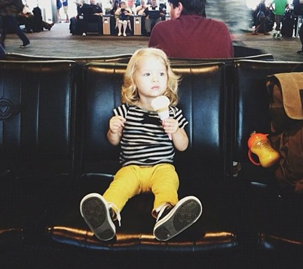 SURVIVAL GUIDE: ENTERTAINING A TODDLER ON A PLANE